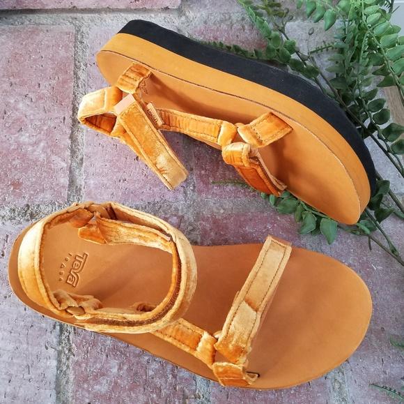 32b8d91a69 Teva Shoes   Nib Flatform Universal Velvet Sandals   Poshmark